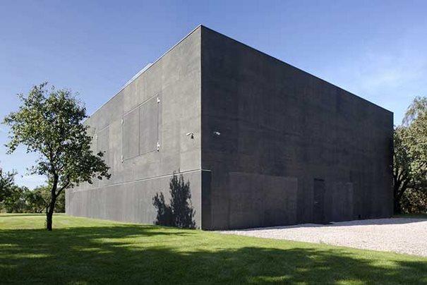 Εξωτερικά μοιάζει με ένα κυβερνητικό απόρρητο κτήριο, μόλις όμως ανοίξουν οι πόρτες του..